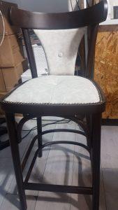 כסאות עץ מרופדים 1