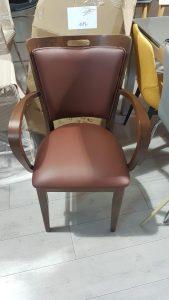 כסאות עץ מרופדים 2