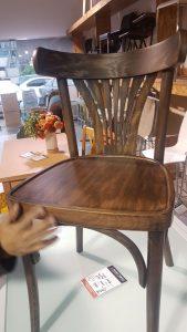 כסאות עץ מרופדים 3